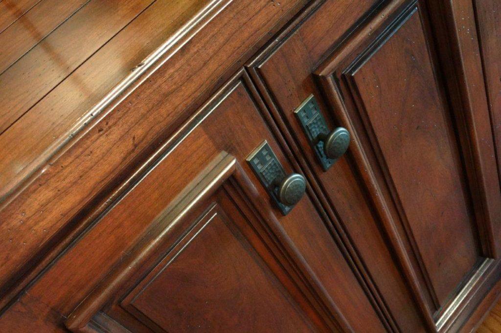 cabinet-close-up-dsc03872