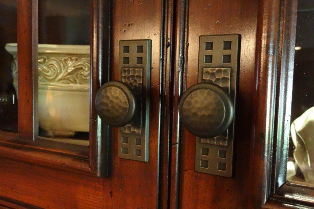 cabinet-door-close-up-dsc03859